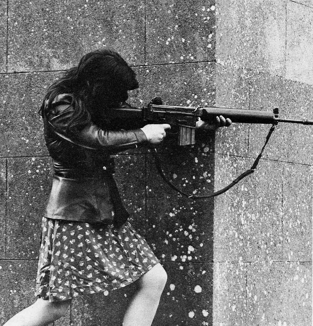 Female IRA fighter, 1970s - Rare Historical Photos